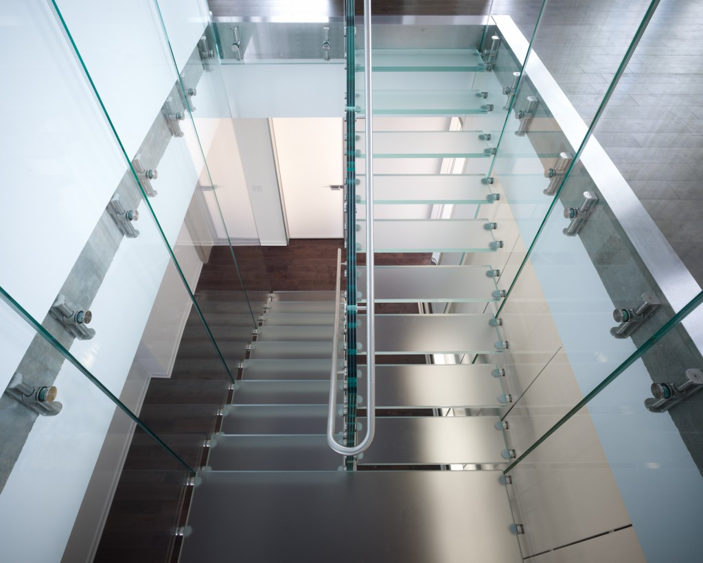 Structural Glass staircase - designed by Thomas Roszak architecture.
